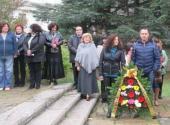 Венци пред паметника на Ласло Наги 2016